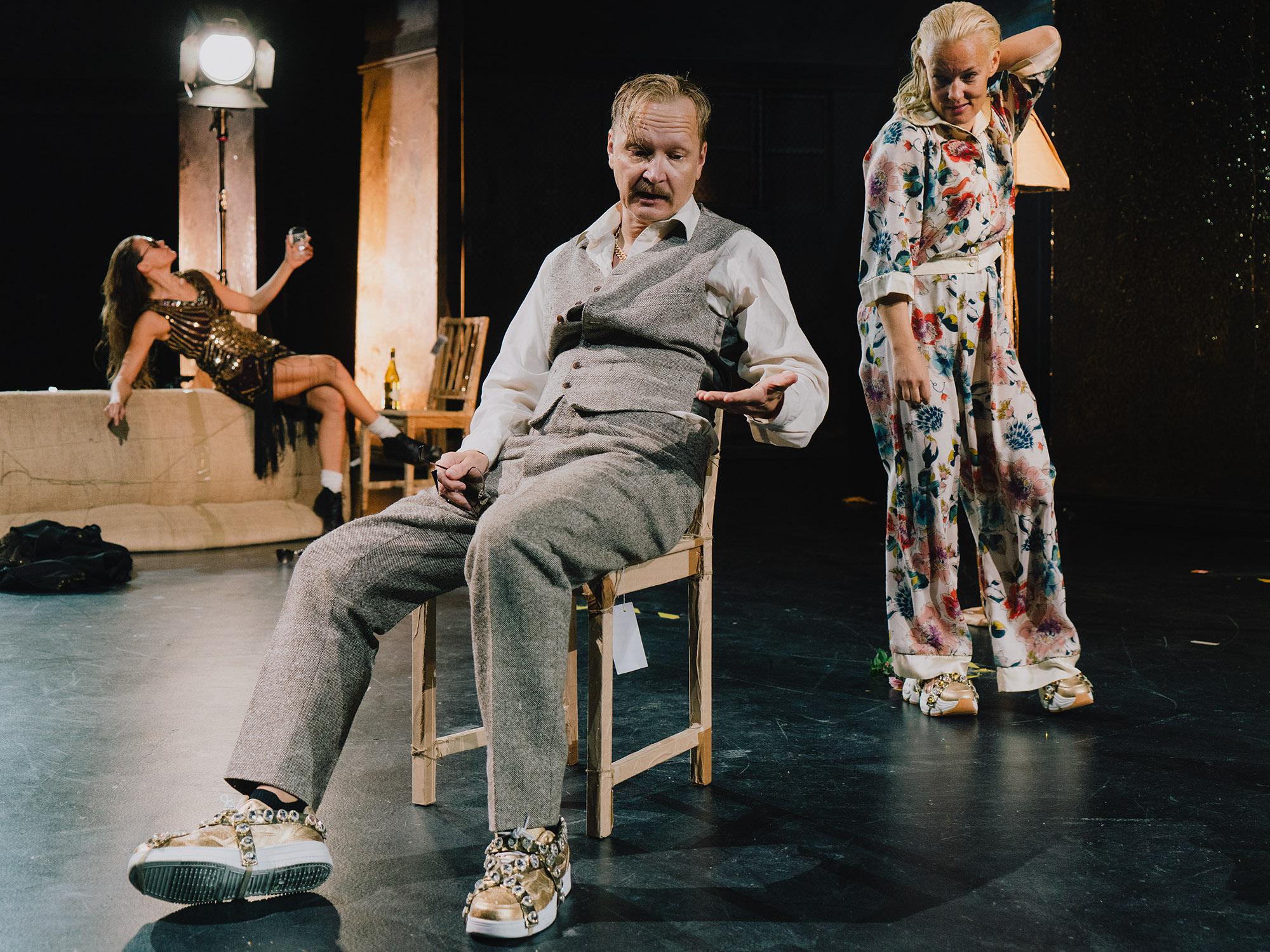 Misa Lommi, Janne Reinikainen, Terhi Suorlahti, esityksestä Kultainen vasikka