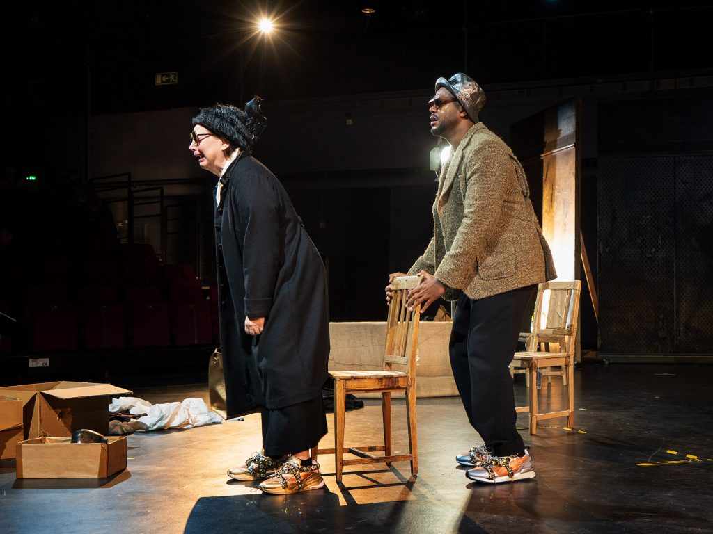 Pirjo Luoma-aho ja Chike Ohanwe, esityksestä Kultainen vasikka